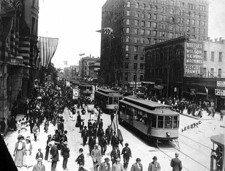 Minneapolis, circa 1906. A nightmare for the modern transportation planner. (Minnesota Historical Society)