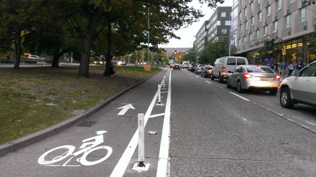 A new protected bike lane on eastbound Campus Parkway. (Photo by the author)