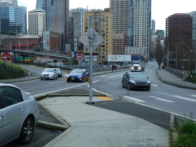 Olive Way's freeways ramps, looking west to Downtown. The off-ramp is at left and the two lane on-ramp is at right. (Photo by the author)