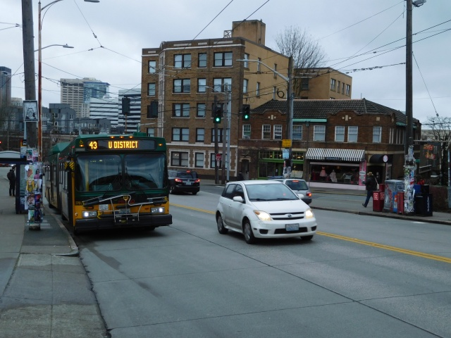The route 43 at the eastbound Summit Avenue stop on Olive Way. (Photo by the author)