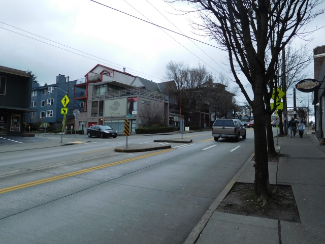 The refuge island provides a safe pedestrian crossing at Bolyston Avenue. (Photo by the author)